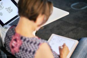 Über die Schulter geguckt. Ich, Ania Groß, beim Sketchnoten. Foto: Stefan Groenveld
